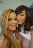 fantasythreesome-jessierogers-hollymichaels01