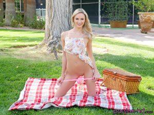 Passion Hd Emma Hix in Passion Picnic 1